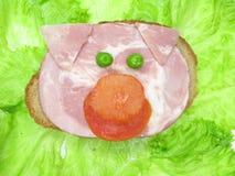 Sanduíche vegetal creativo com bacon Imagem de Stock