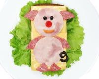 Sanduíche vegetal criativo com queijo e salsicha Imagens de Stock