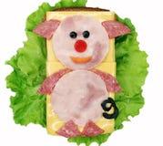 Sanduíche vegetal criativo com a salsicha da American National Standard do queijo Imagens de Stock Royalty Free