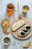 Sanduíches abertos para o café da manhã ou o petisco fotografia de stock