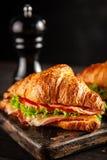 Sanduíches clássicos do croissant de BLT foto de stock royalty free
