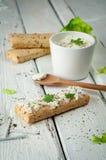 Sanduíches claros do café da manhã com salada e queijo Fotos de Stock