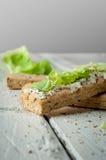 Sanduíches claros do café da manhã com salada e queijo Foto de Stock Royalty Free
