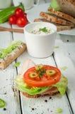 Sanduíches claros do café da manhã com salada e queijo Imagens de Stock