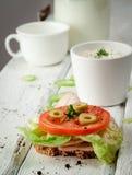 Sanduíches claros do café da manhã com salada e queijo Fotos de Stock Royalty Free