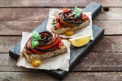 Sanduíches com beringela e pimenta de sino grelhadas foto de stock royalty free