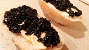 Sanduíches com caviar preto Fotografia de Stock