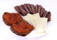 Sanduíches com caviar vermelho. ?heese. Peixes. Fotos de Stock
