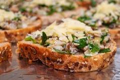 Sanduíches com cogumelos e queijo Imagem de Stock Royalty Free