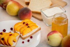Sanduíches com pêssegos Fotografia de Stock