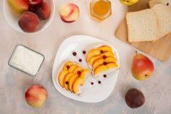 Sanduíches com pêssegos Imagens de Stock Royalty Free
