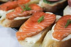 Sanduíches com peixes vermelhos Imagem de Stock