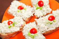 Sanduíches com queijo creme e aipo Imagens de Stock Royalty Free