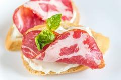 Sanduíches com queijo creme e presunto Foto de Stock Royalty Free