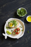 Sanduíches com queijo, tomates e ovo fotografia de stock