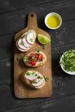 Sanduíches com queijo, tomates e ovo fotos de stock