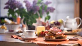 Sanduíches com salsicha e queijo foto de stock royalty free
