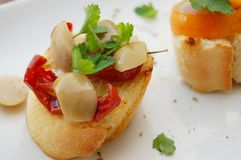 Sanduíches com tomates e azeitonas sundried Imagens de Stock