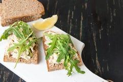 Sanduíches da salada de frango e da rúcula Imagens de Stock