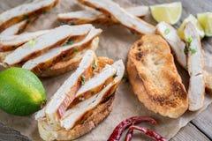 Sanduíches de Ciabatta com galinha grelhada Imagem de Stock