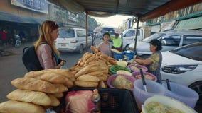 Sanduíches de compra do lao do turista em Vientiane filme