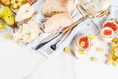 Sanduíches do fruto com vinho Imagem de Stock
