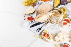 Sanduíches do fruto com vinho Foto de Stock Royalty Free
