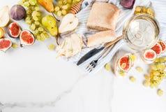 Sanduíches do fruto com vinho Imagem de Stock Royalty Free