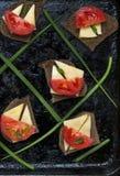 Sanduíches do queijo, do tomate e da cebola fotos de stock