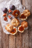 Sanduíches doces com doce do figo e close-up do queijo creme parte superior vi fotos de stock royalty free