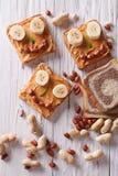 Sanduíches engraçados para crianças com opinião superior de manteiga de amendoim Imagem de Stock Royalty Free