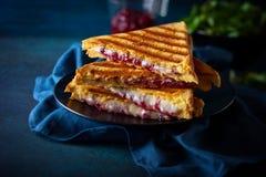 Sanduíches grelhados do queijo e do arando Fotografia de Stock Royalty Free