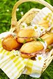 Sanduíches longos do baguette na cesta fotografia de stock royalty free