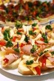 Sanduíches pequenos com carne e queijo Fotografia de Stock Royalty Free