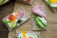 Sanduíches saudáveis com legumes frescos fotografia de stock