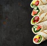Sanduíches saudáveis do envoltório Fotografia de Stock