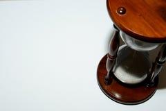 Sanduhr, Uhr vor grauem Hintergrund mit einem Kopienraum Stockfotos