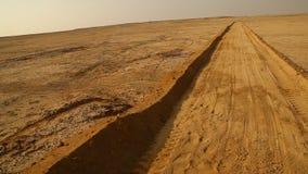 Sandväg i öknen lager videofilmer