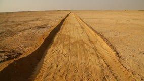 Sandväg i öknen arkivfilmer