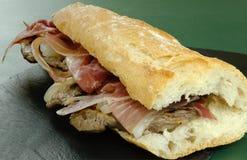 Sandwich à échine avec du jambon photographie stock