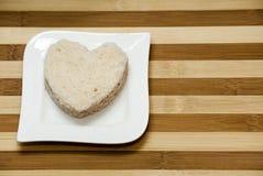 Sandwich à amour sur un fond en bois Photographie stock libre de droits
