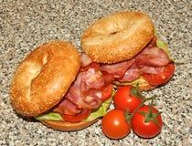 Sandwich à bagel et à lard Photo libre de droits