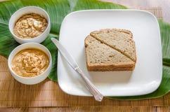 Sandwich à beurre d'arachide de Banane-mangue Photographie stock libre de droits