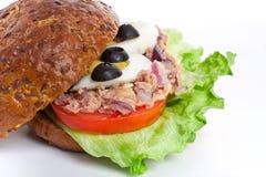 Sandwich à blé entier de thon et d'oeufs Photos libres de droits