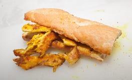 Sandwich à blanc de poulet de safran des indes Images libres de droits