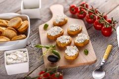 Sandwich à bruschette avec le fromage blanc Photo libre de droits