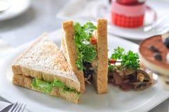 Sandwich à champignon ou sandwich à thon image stock