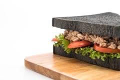 sandwich à charbon de bois de thon Photo libre de droits