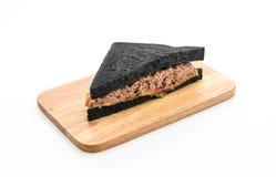 sandwich à charbon de bois de thon Image libre de droits