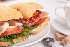 Sandwich à Ciabatta avec du café Photographie stock libre de droits